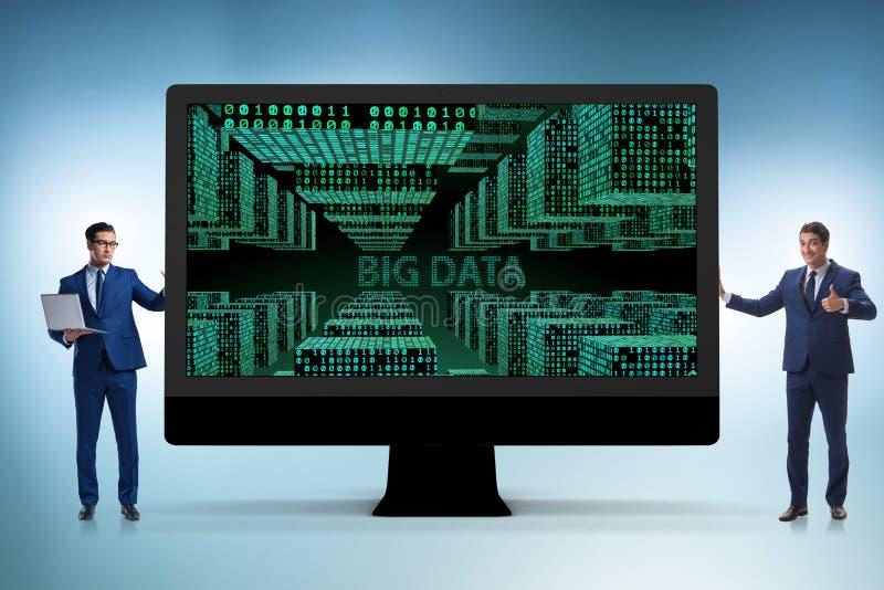 O conceito grande dos dados com o analista da mineração de dados fotografia de stock