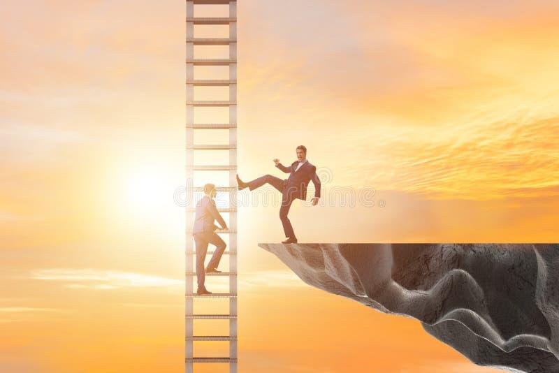 O conceito não-ético da competição do negócio com homens de negócios imagem de stock royalty free