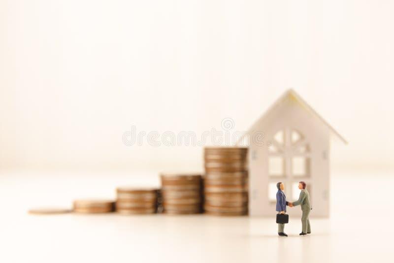 O conceito salvar o investimento empresarial financeiro do dinheiro imagem de stock