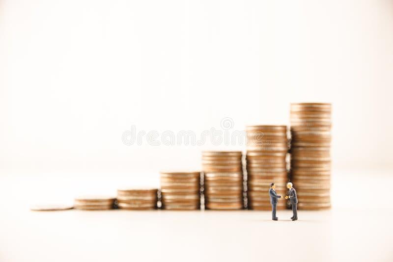 O conceito salvar o investimento empresarial financeiro do dinheiro fotos de stock royalty free