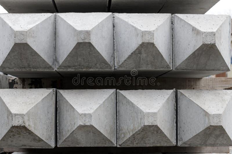 O concreto empilha o cone imagens de stock royalty free