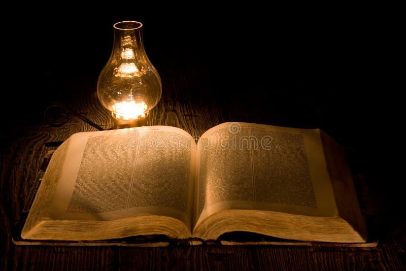 O conhecimento é luz fotografia de stock royalty free