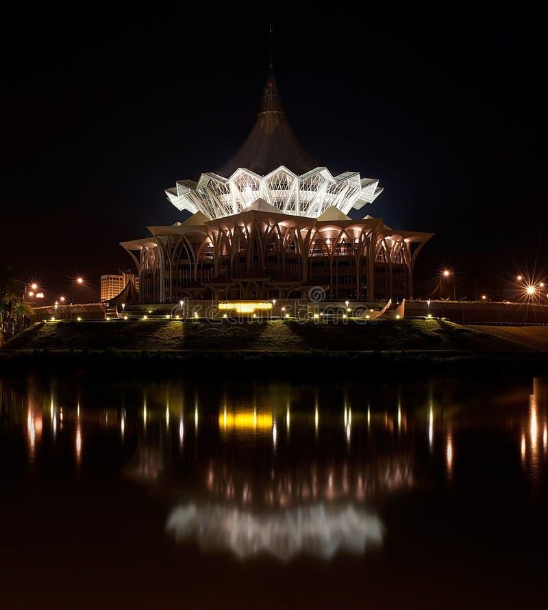 O conjunto legislativo Buildin do estado novo de Sarawak imagem de stock