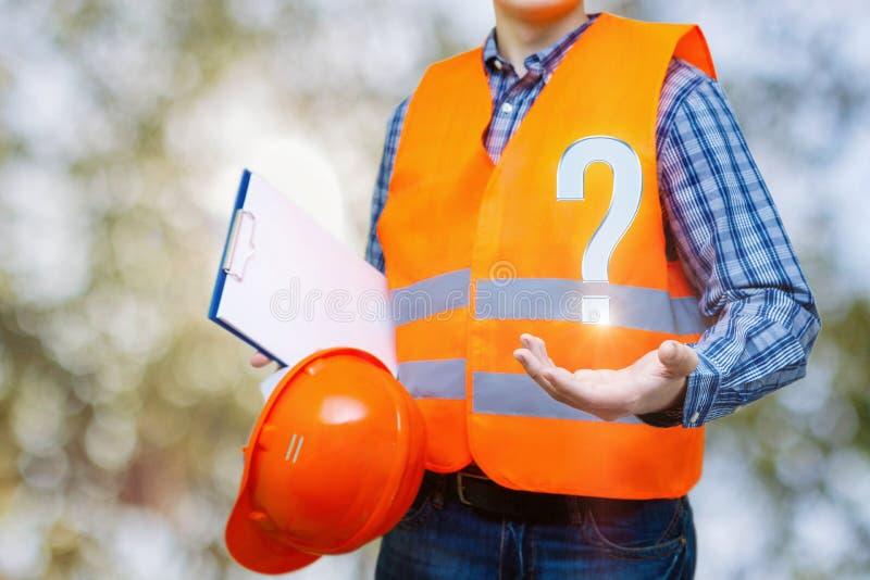 O construtor responde a perguntas fotografia de stock
