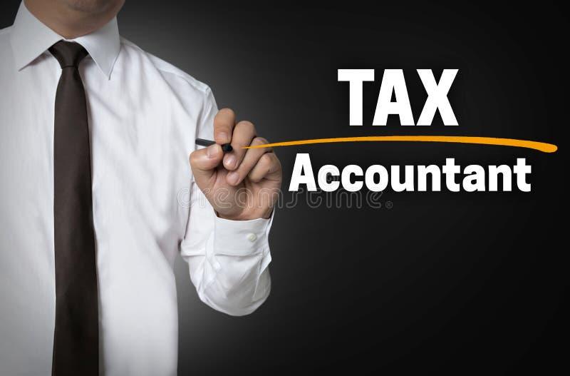 O contador do imposto é escrito pelo conceito do fundo do homem de negócios foto de stock