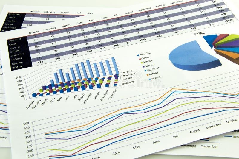 O contador verifica a precisão de balanços financeiros Contabilidade, conceito da contabilidade fotografia de stock royalty free