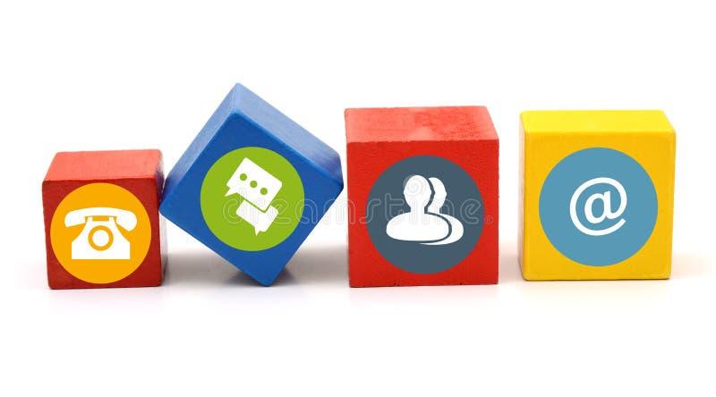 O contato significa ícones em blocos coloridos de madeira imagens de stock royalty free