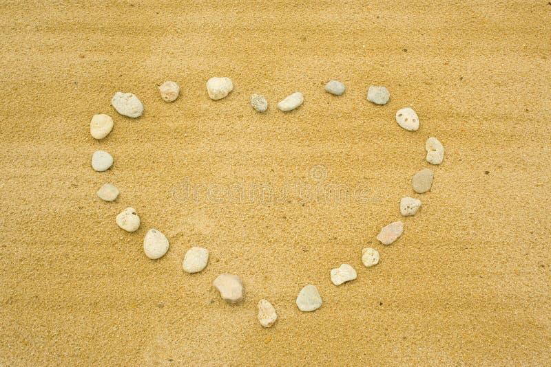 O coração de pedras no sa foto de stock royalty free