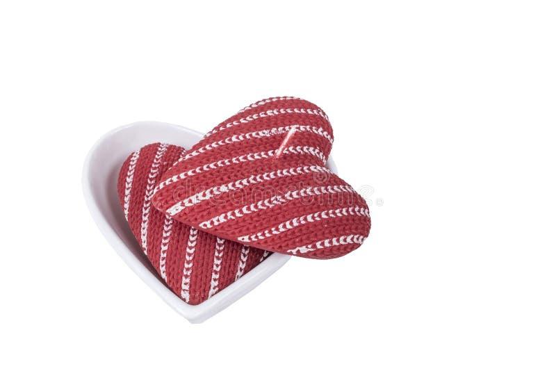 O coração deu forma às velas vermelhas isoladas no branco imagem de stock royalty free