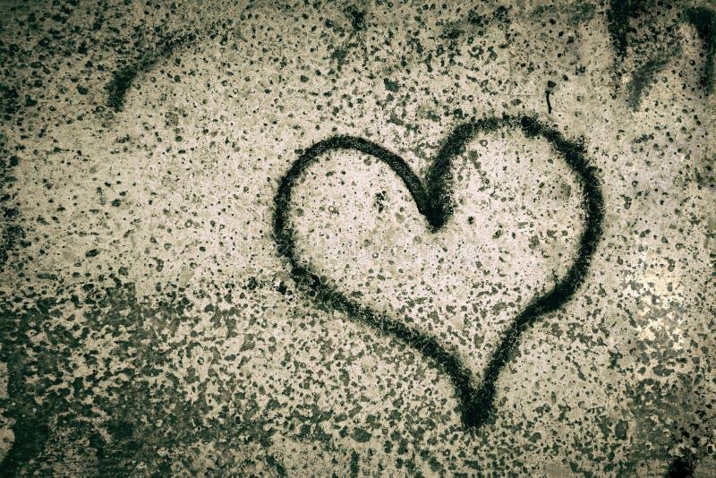 O coração preto pintou em um muro de cimento depression Dia do `s do Valentim ilustração stock