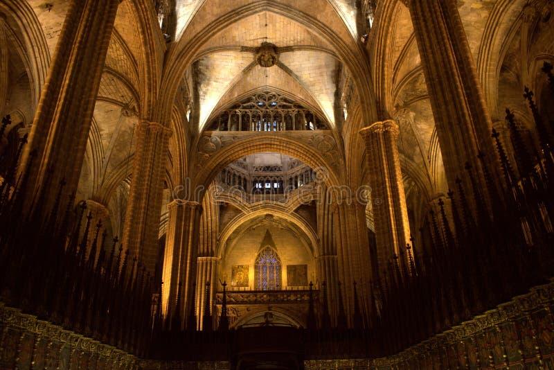 O coro da catedral gótico de Barcelona imagem de stock