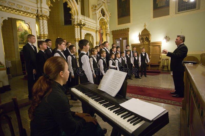 O coro do menino de Munkacs executa em Budapest imagem de stock