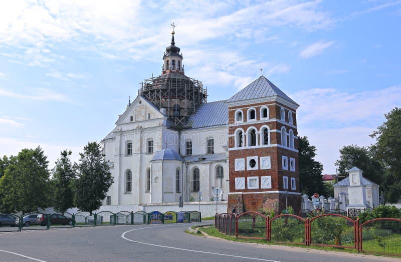 O corpo de Farny da igreja de Lord Catholic e o castelo elevam-se foto de stock royalty free