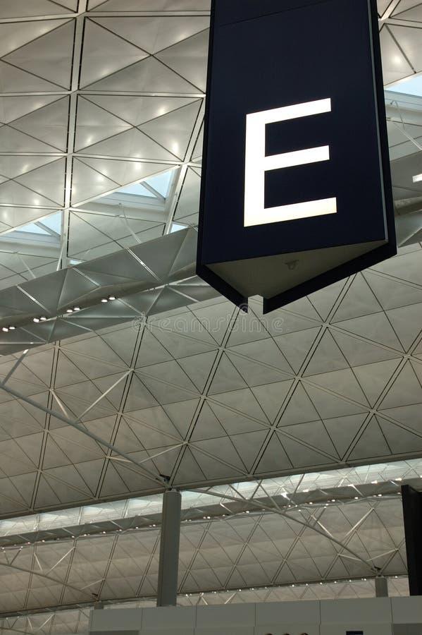 O corredor assina dentro o aeroporto fotos de stock royalty free