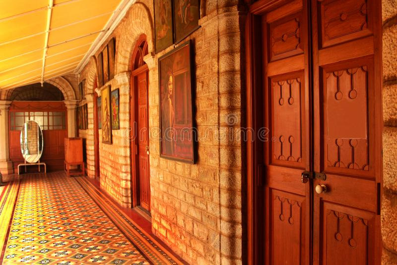 O corredor bonito no palácio de bangalore fotos de stock
