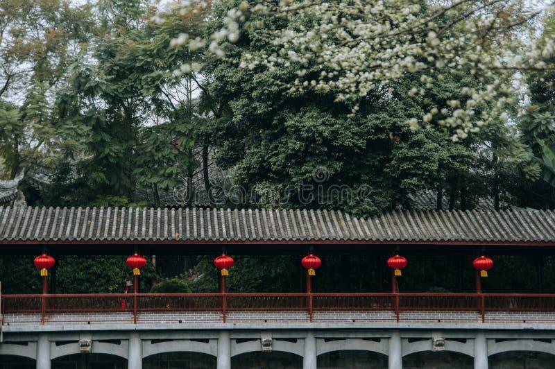 O corredor chinês antigo decora com lanterna imagem de stock royalty free