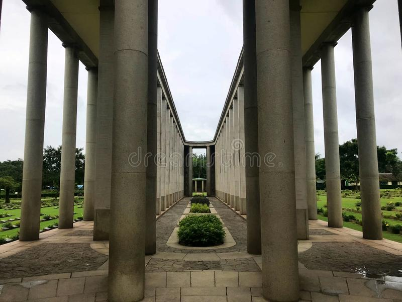 O corredor do cemitério fotografia de stock