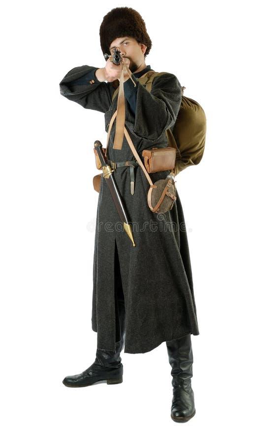 O Cossack do russo aponta um rifle. fotos de stock