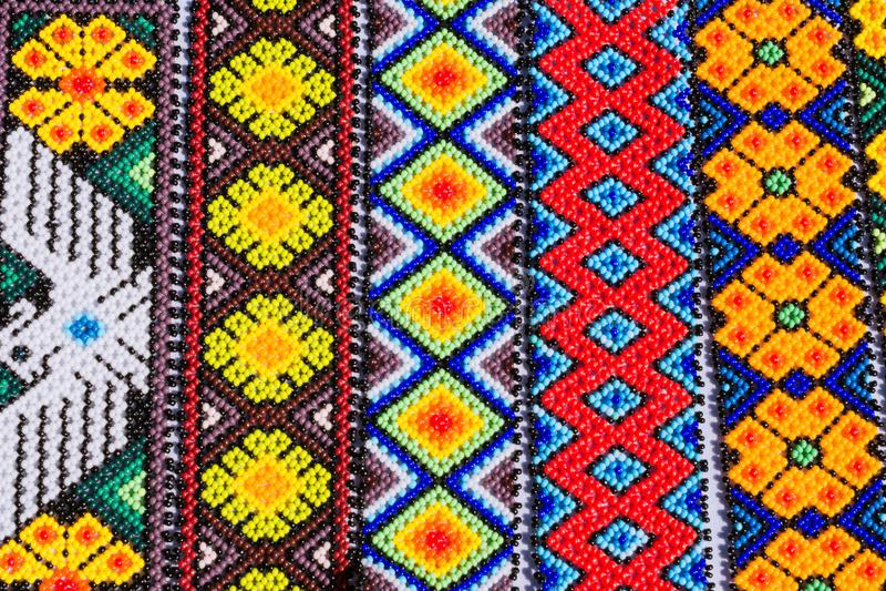O costume da arte de Huichol é muito velho imagens de stock royalty free