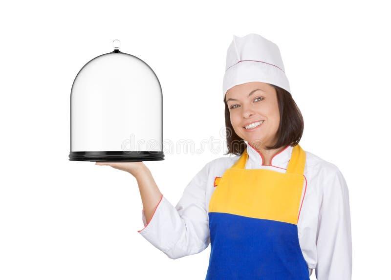 O cozinheiro chefe bonito da jovem mulher com vidro cobriu a bandeja fotos de stock