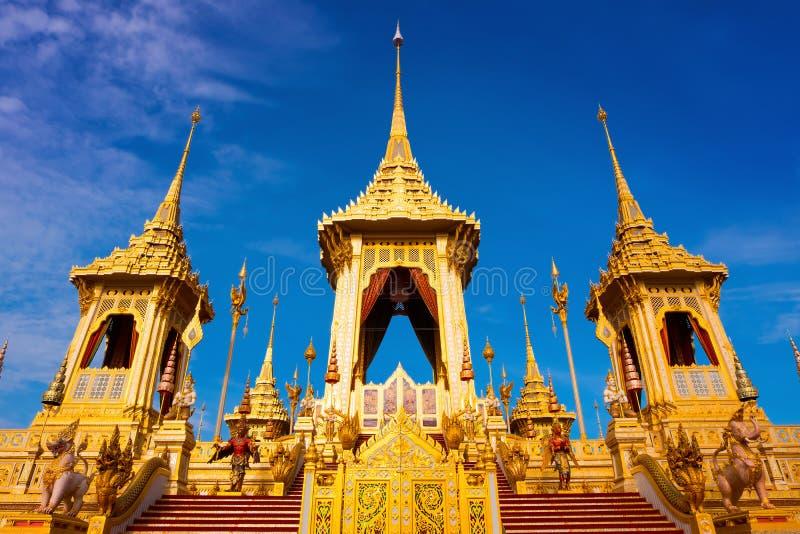 O crematório real de seu rei Bhumibol Adulyadej da majestade em Banguecoque, Tailândia fotos de stock