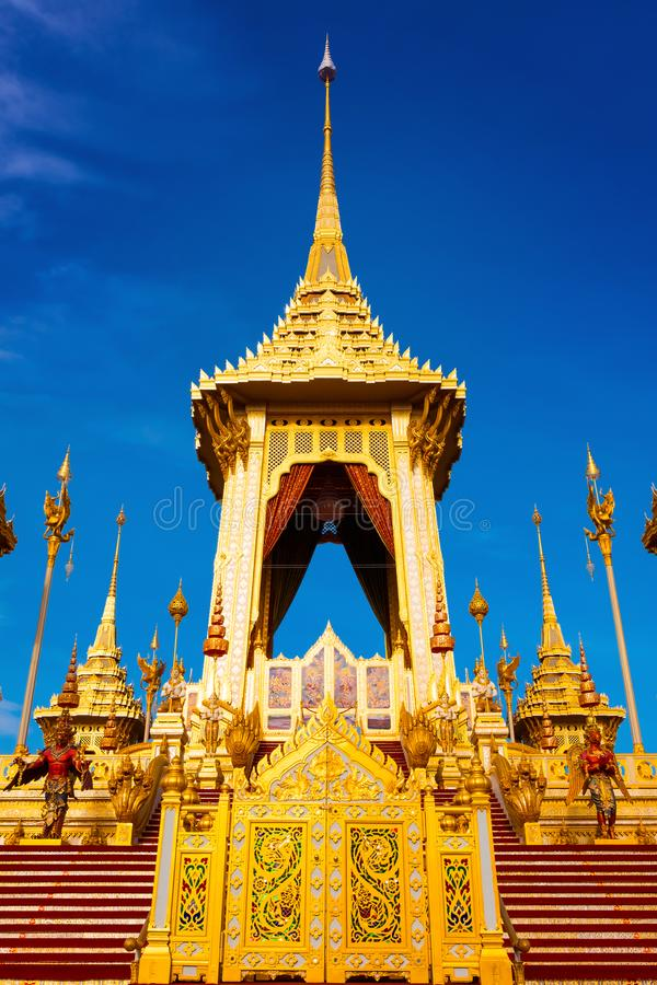 O crematório real de seu rei Bhumibol Adulyadej da majestade em Banguecoque, Tailândia imagens de stock