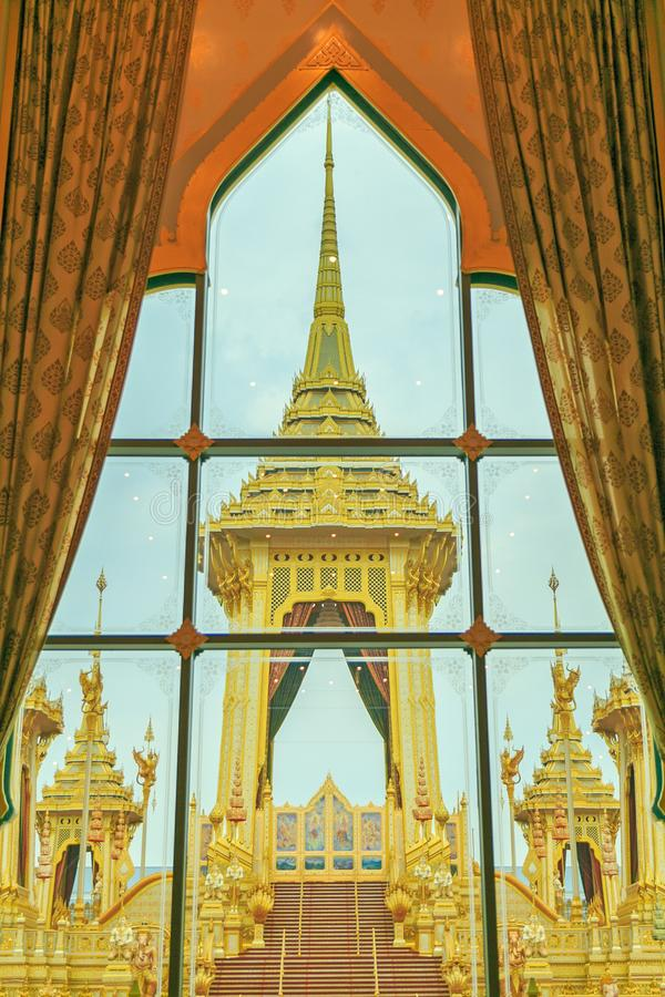 O crematório real do rei Bhumibol Adulyadej, vista do vento foto de stock