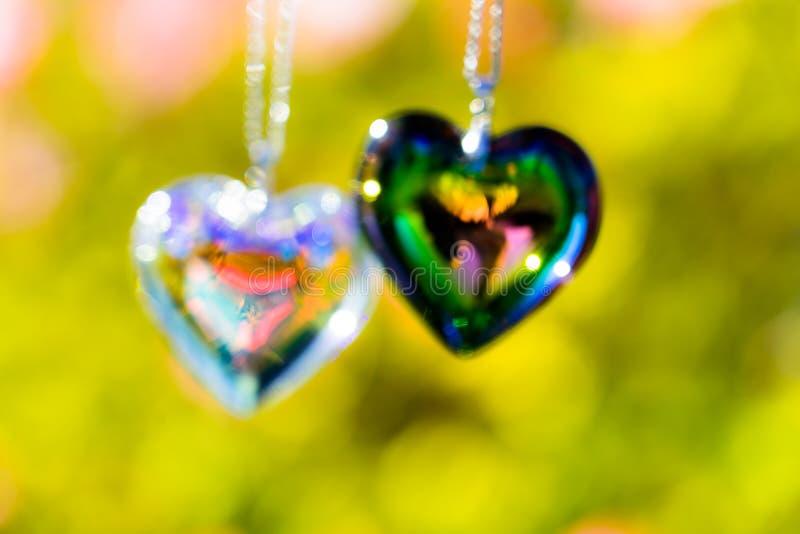 O cristal do coração refrata a luz solar - cristal do backgroundheart do pulso de disparo da luz solar refratar a luz solar - fun imagem de stock