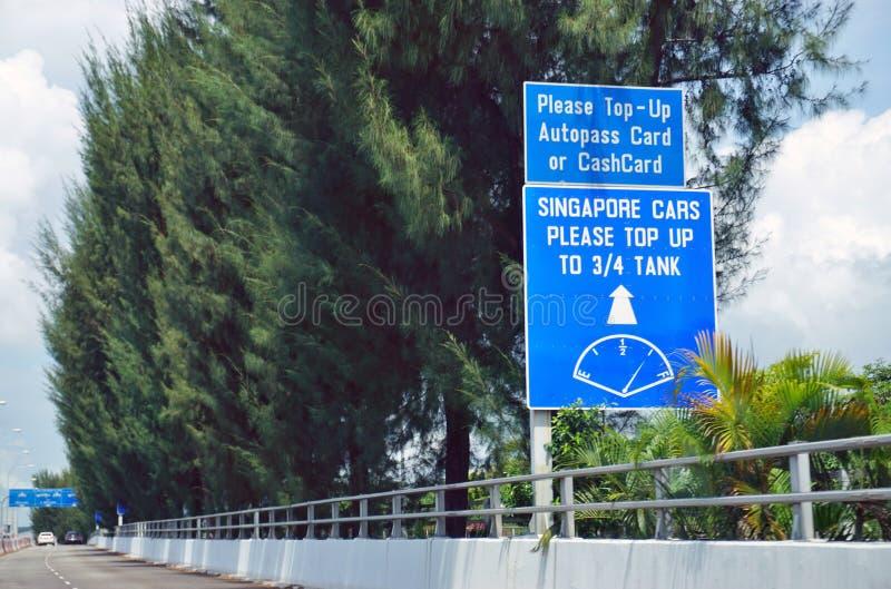O cruzamento de estrada da beira do ponto de verificação de Tuas entre Singapura e Johor, Malásia fotografia de stock royalty free