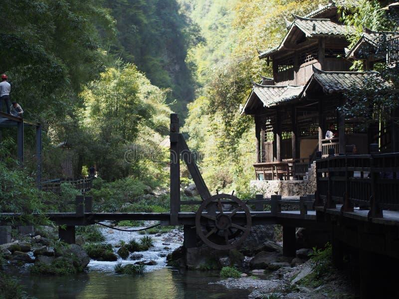 O cruzeiro do rio a Three Gorge Dam e visita o local pequeno v foto de stock royalty free