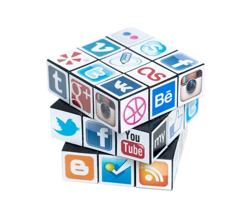 O cubo de Rubick com logotipos sociais dos media imagens de stock royalty free