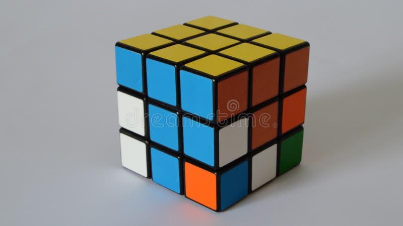 O cubo do enigma resolve-se video estoque