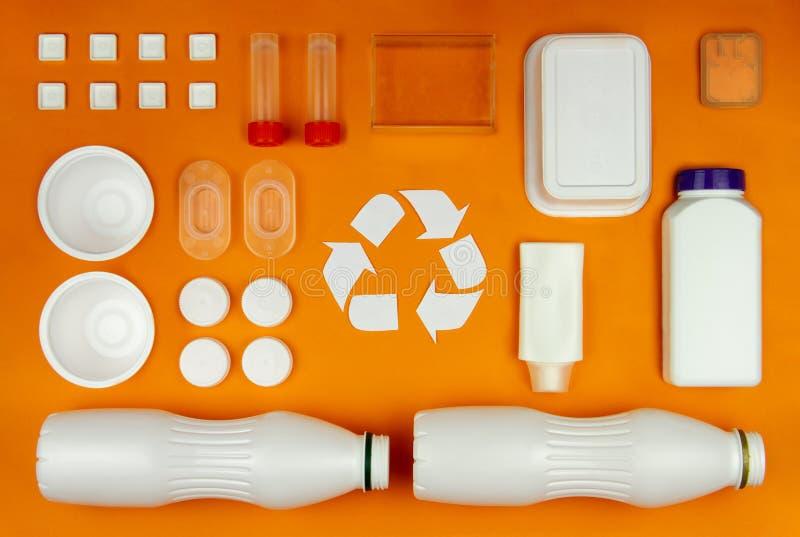 O cuidado do lixo do ambiente recicla o conceito da recusa da reutilização fotografia de stock