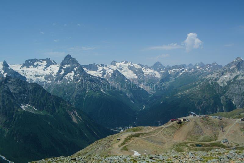 O cume principal da montanha do Cáucaso foto de stock