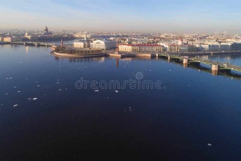 O cuspe da fotografia aérea de Vasilyevsky Island Mola St Petersburg foto de stock royalty free