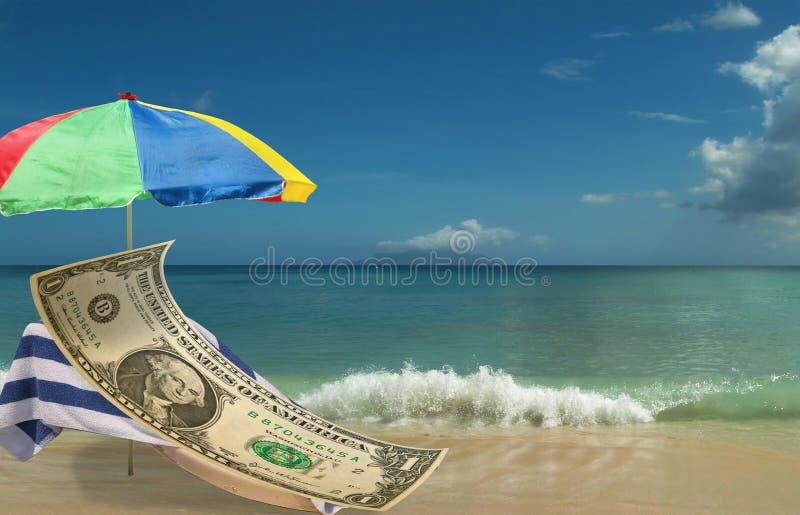O dólar americano Está descansando na praia imagem de stock royalty free