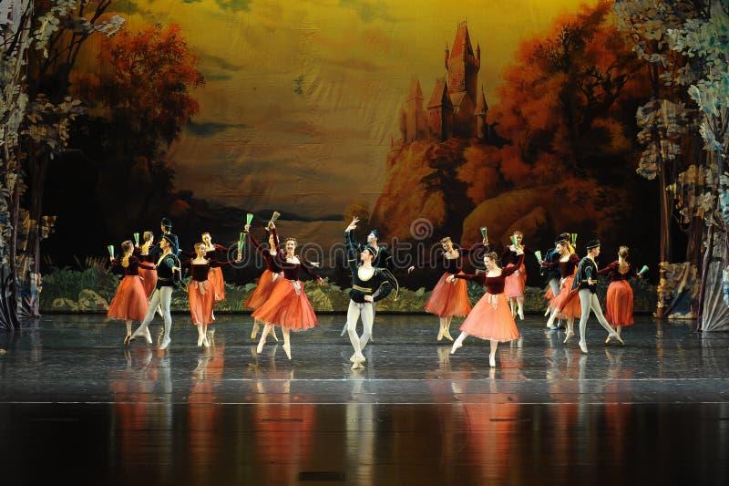 O dança-bailado nacional O Lago das Cisnes do festival do russo foto de stock royalty free
