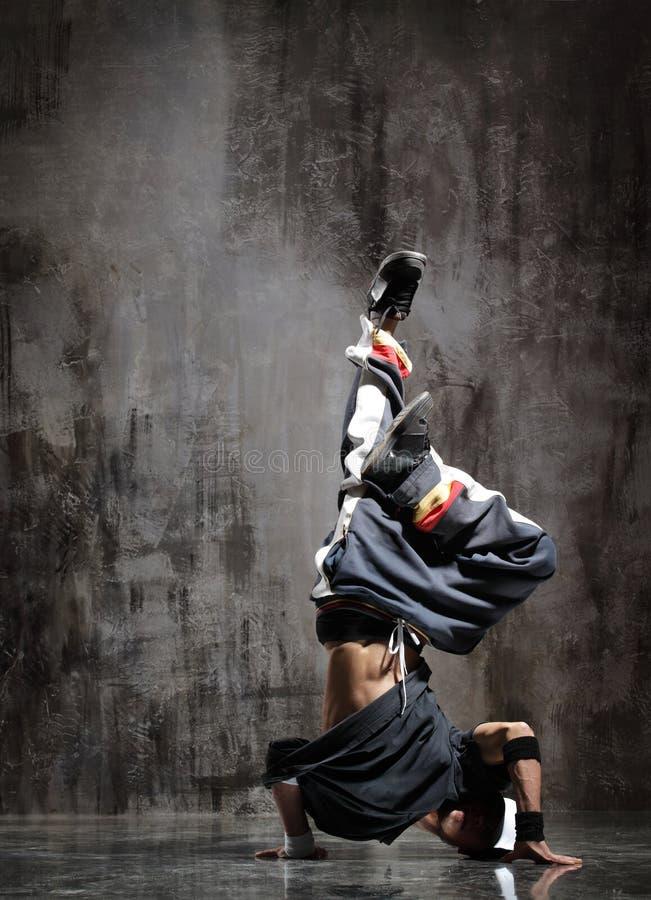 Download O dançarino foto de stock. Imagem de moderno, flexibilidade - 10051690