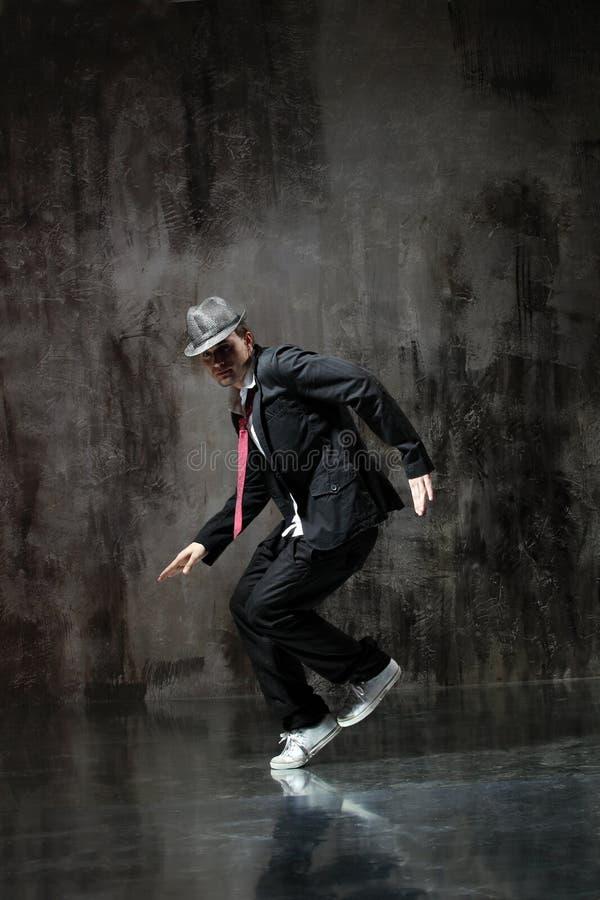 Download O dançarino foto de stock. Imagem de agilidade, ação - 10051692