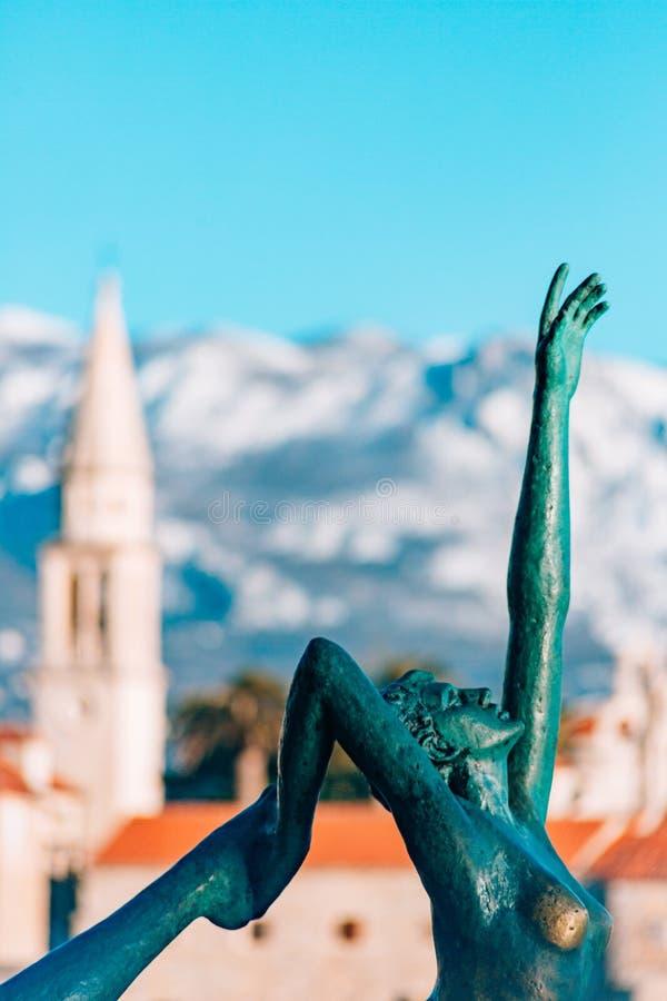 O dançarino da estátua, bailarina em Budva, Montenegro foto de stock