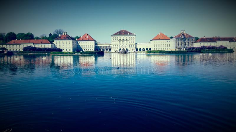O ¼ de MÃ nchen o castelo Nymphenburg do verão fotos de stock