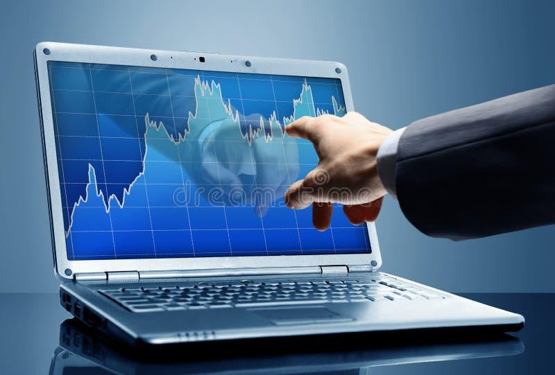 O dedo toca na tela fotos de stock royalty free
