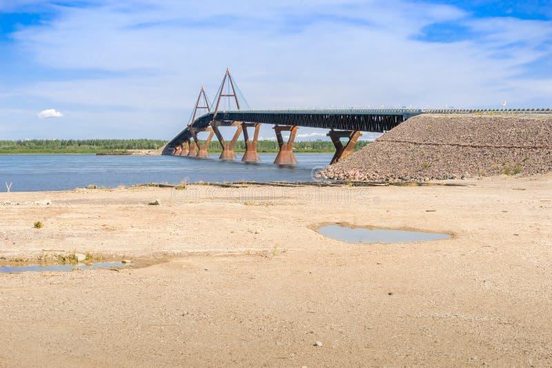 O Deh Cho Bridge - Mackenzie River imagens de stock