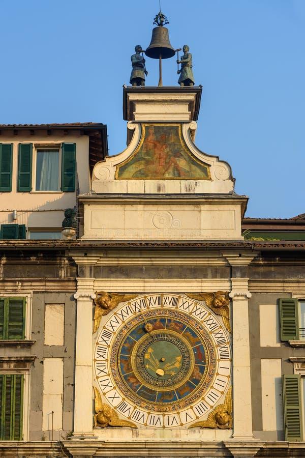 O dell 'Orologio de Torre é torre de pulso de disparo na loggia quadrada do della da praça Br?xia Italy imagem de stock