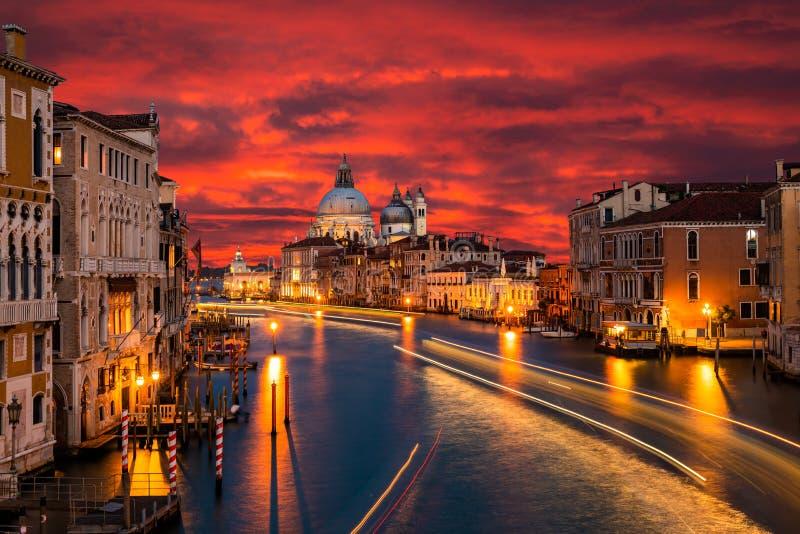 O della de Santa Maria do canal grande e da bas?lica sauda, Veneza, Italia imagens de stock royalty free