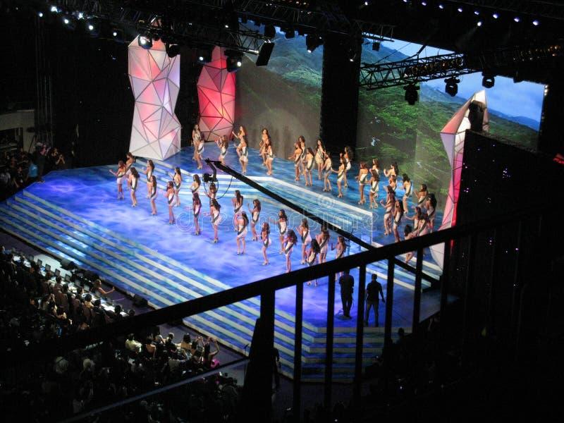 O desempenho da abertura da senhorita 2014 Philippines Earth Pageant fotos de stock royalty free