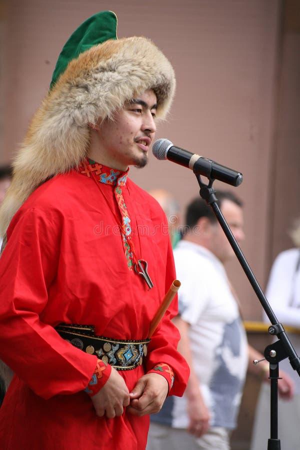 O desempenho do conjunto nacional Bashkir Yandek dos músicos e dos dançarinos (Bashkortostan) imagem de stock