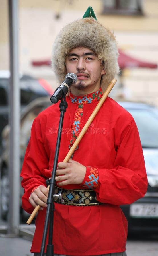 O desempenho do conjunto nacional Bashkir Yandek dos músicos e dos dançarinos (Bashkortostan) fotos de stock