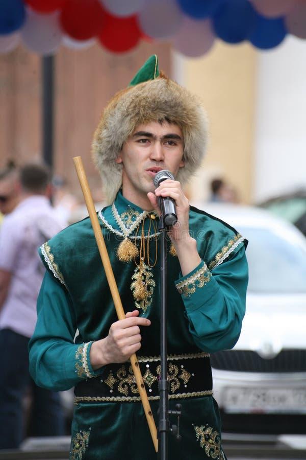 O desempenho do conjunto nacional Bashkir Yandek dos músicos e dos dançarinos (Bashkortostan) fotos de stock royalty free