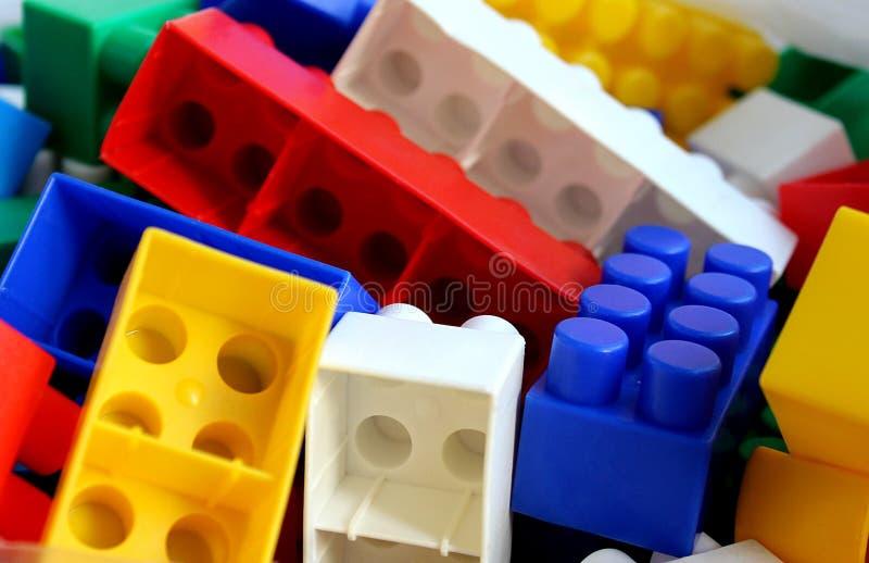 O desenhista Lego das crianças obstrui grandes cores brilhantes fotografia de stock